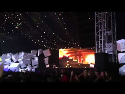 Video: Flux Pavillon Plays Trap at Pukkelpop 2012