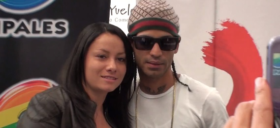 Arcangel Signs Copies of La Formula in Bogota Colombia
